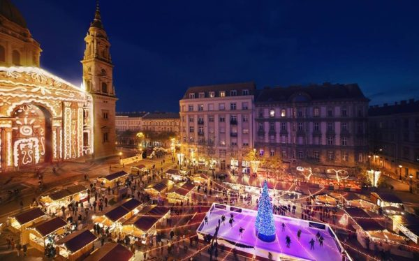 christmas market by st stephens basilica
