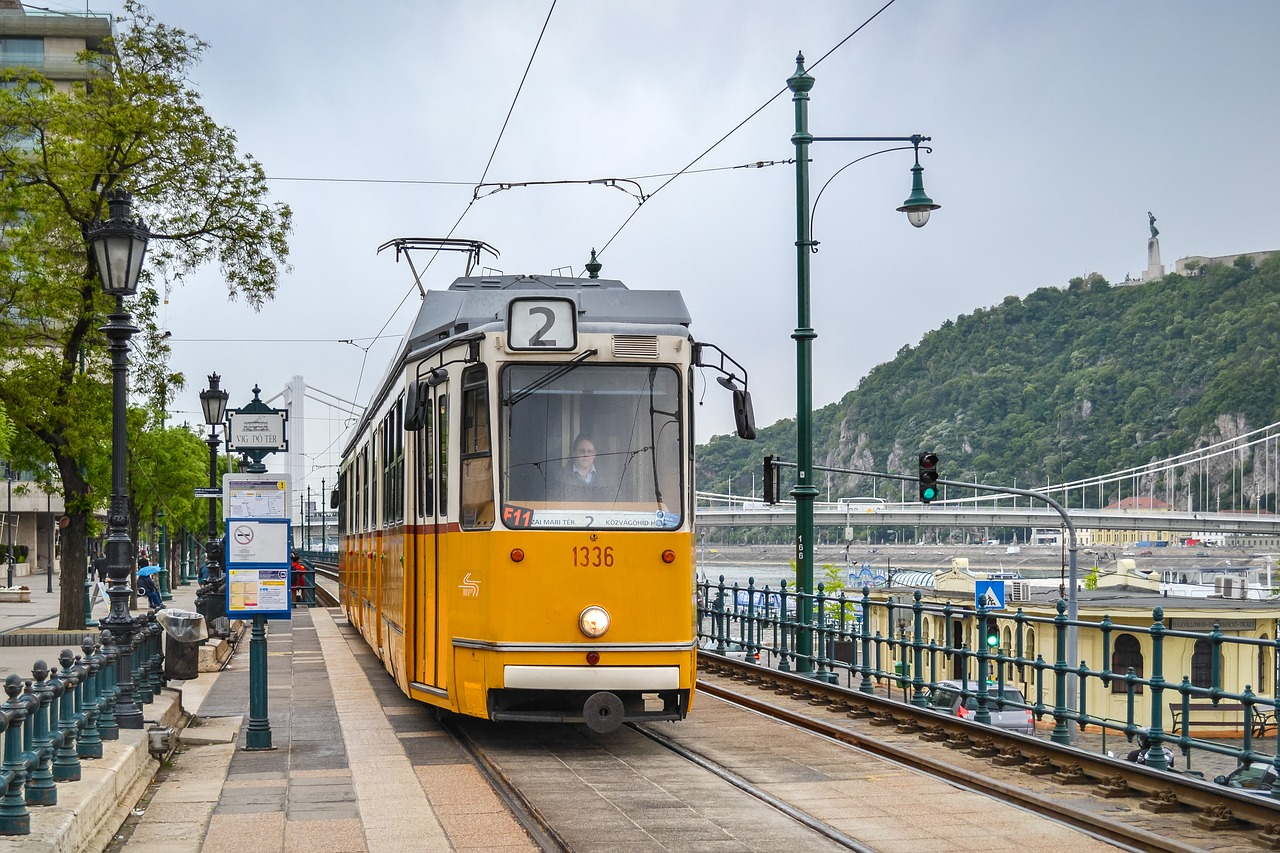 Tram line 2 in Budapest - Source: Pixabay