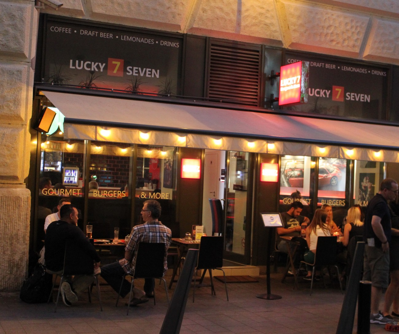 Lucky 7 Burgers in Budapest from the outside