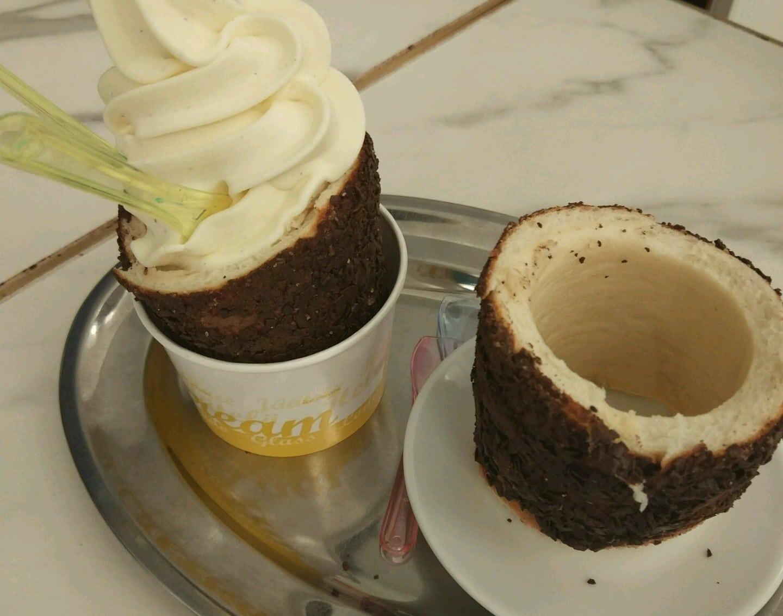 chimney cake with ice cream