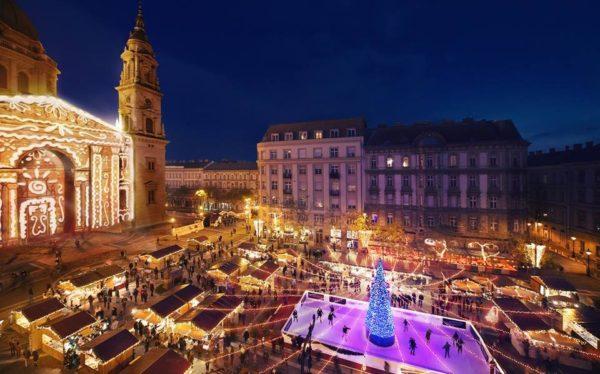 christmas market by st stephens basilica